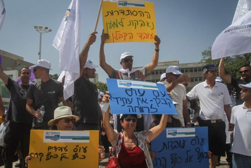 Illustrative: Thousands demonstrate in a protest organized by the Histadrut in support of contract workers, at Habima Square in Tel Aviv, on July 16, 2015. (Flash90)